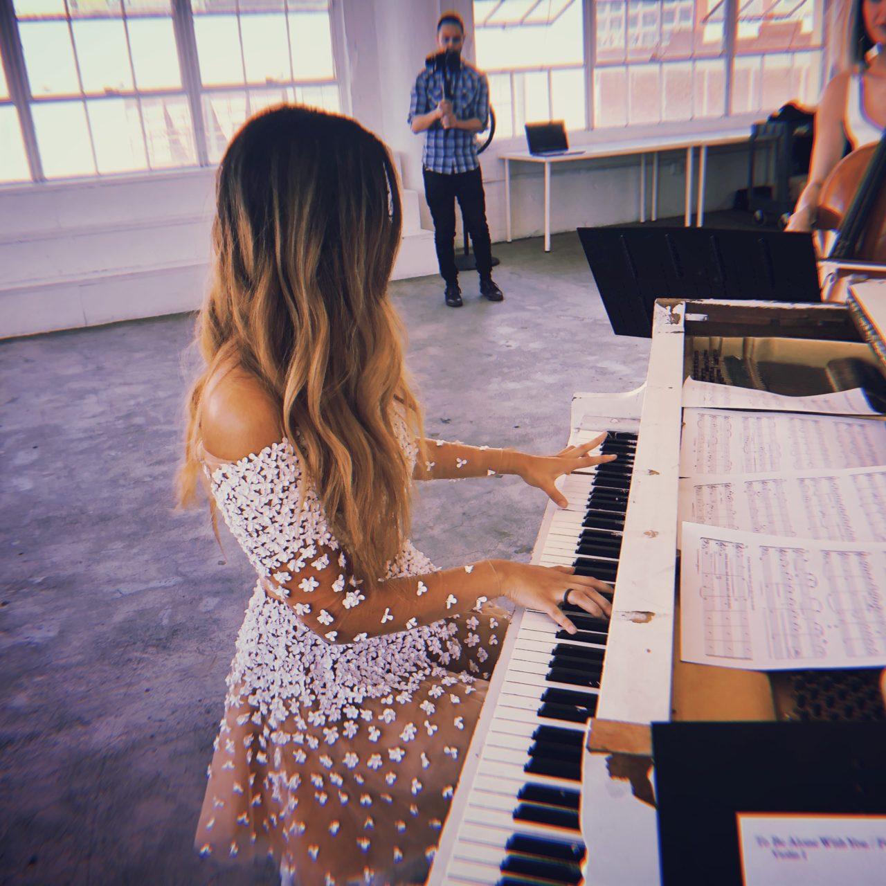 http://www.summersweesingh.com/wp-content/uploads/2019/01/White-Piano-1280x1280.jpg